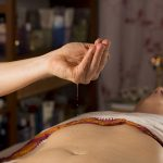 Massage ayurvédique, massage du ventre, Udara, ventre plat, cellulite, ballonnement, constipation, douleur